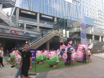 Weird plastic pigs at the shopping mall